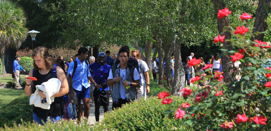 CIU students walking to class.