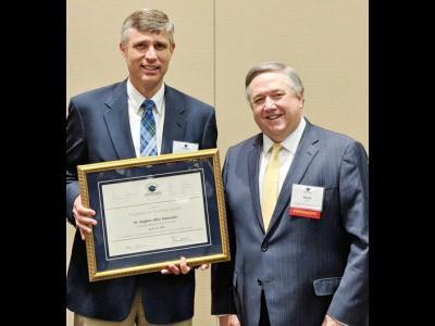 Dr. Steve Baarendse receives Excellence in Teaching Award
