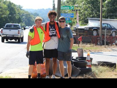 CIU students take part in Monticello Road clean up.