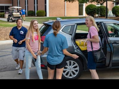 Move-In Greeting at CIU