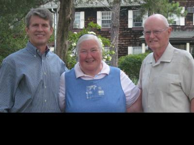 Sue Thomas with CIU President Bill Jones (left) and CIU President Emeritus Rober
