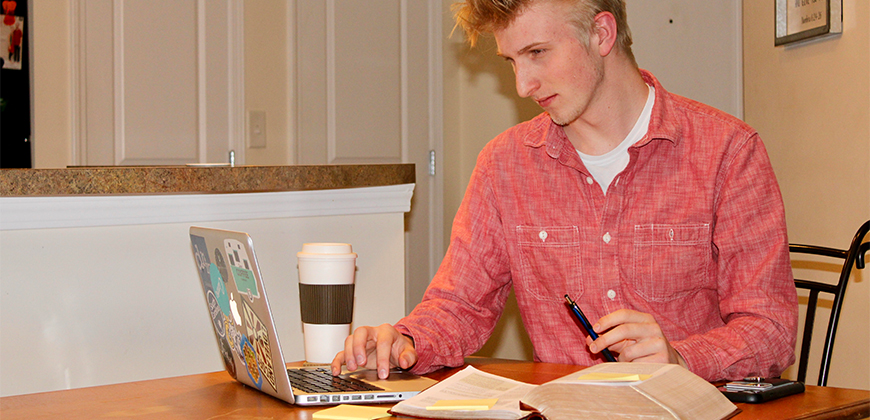 CIU Business major George Huff studies online.