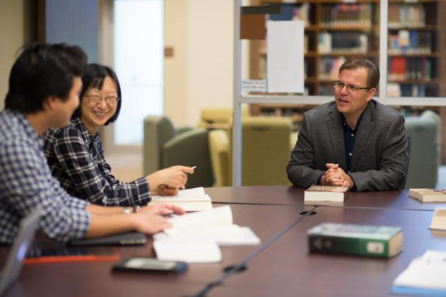 Dr. Ed Smither chats with CIU Intercultural Studies students.