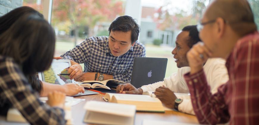 CIU graduate and seminary students studying.