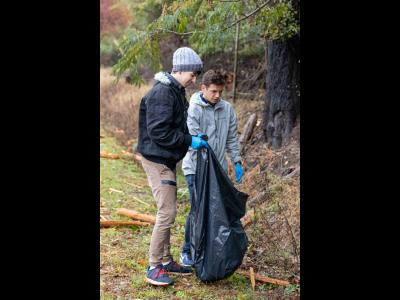 CIU students pick up trash near Monticello Road