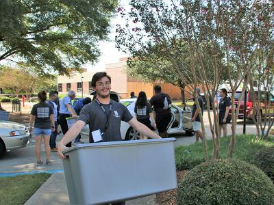 Andrew Crutchfield help out at Welcome Week at CIU