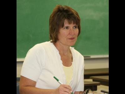 """Anne Gallagher participates in her first CIU class """"Principles of Organizational"""